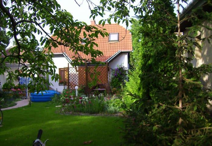 Siofok: House for 4-5 per. Garden - Siofok - Ev