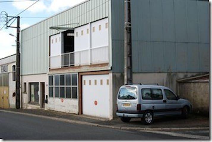 Artist Studio & house in the Loire - Les Cerqueux-sous-Passavant - Apartment