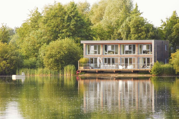 Larchwood Lodge at Lakes by Yoo  8 adults 3 kids - Gloucestershire - Hus
