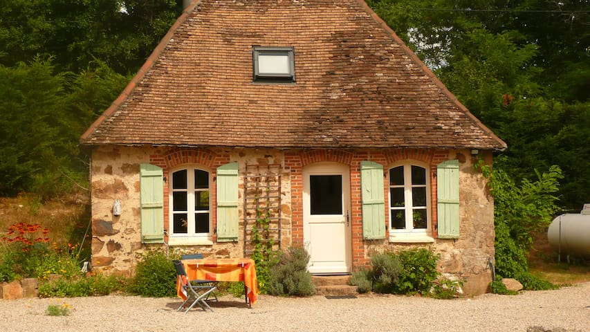 Little house with swimming pool - Magnac-Bourg