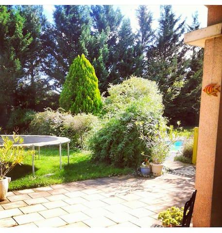 Chambre privée dans maison avec jardin et piscine - Dissay - Casa