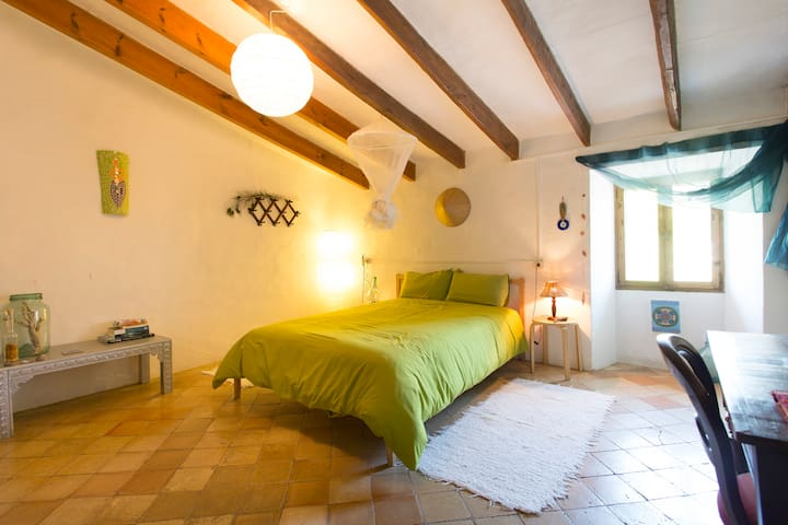 Double bedroom in antique house - Esporles - Hus