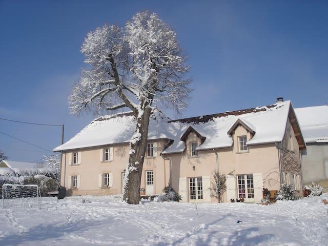 Chambre chez l'habitant - Montagnieu - Hospedaria
