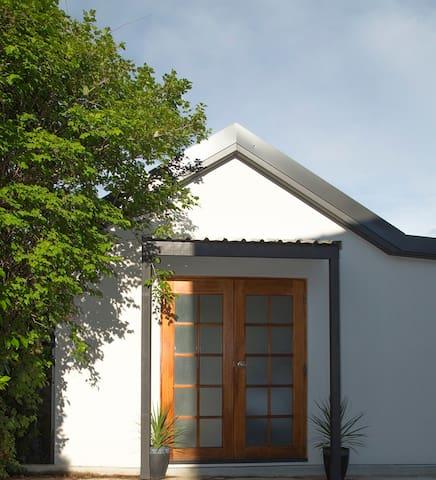 Sunnybar Cottage - Karabar