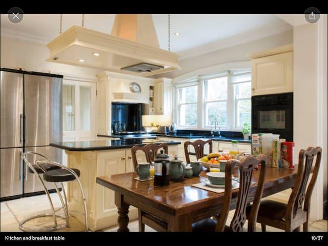 Single room in family home - Dublin