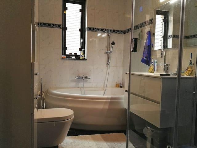 Goed bereikbaar in een moderne woonwijk  Arnhem - Arnhem - Bed & Breakfast