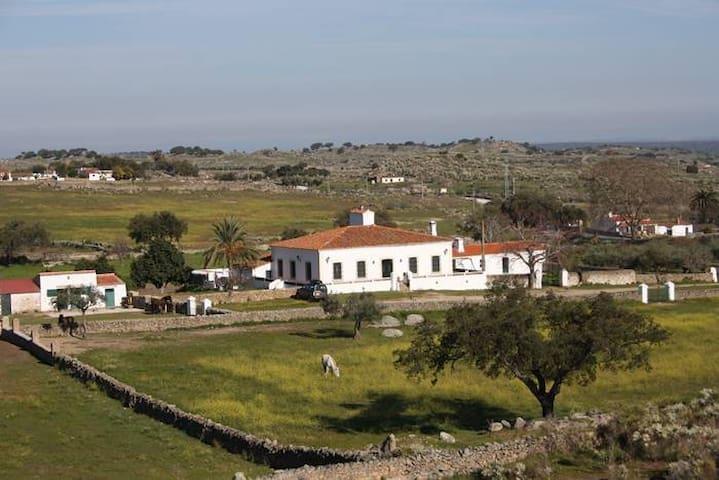 Casa de campo con finca privada en Extremadura - Valencia de Alcántara - Villa