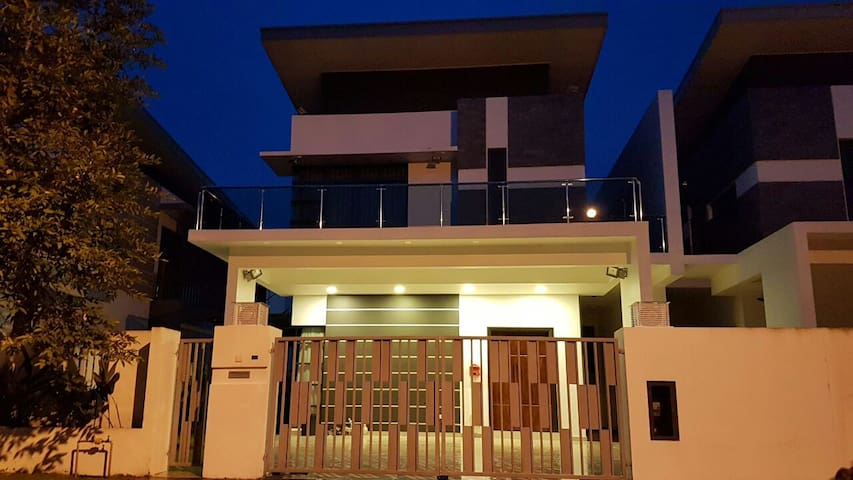 Staycation homestay near Lego Land & Bukit Indah - Gelang Patah - Ház