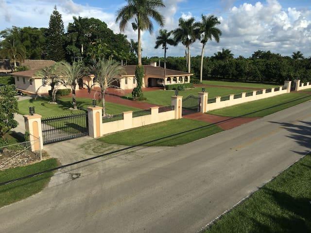 Gateway to the Redland & Everglades National Park - Homestead - Ev