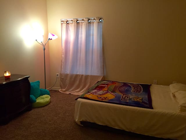 Private Room/Bathroom near DOW, Baton Rouge & LSU - Addis - Appartement