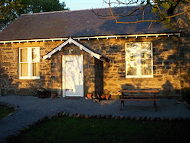 The Old Schoolroom - Bridgend - Ev
