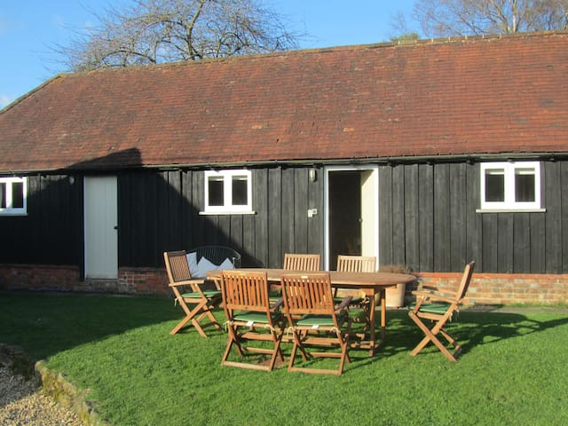 Charming barn conversion, pretty, quiet and rural - Westcott - Huis