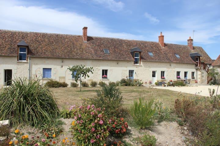 Chambre Familliale privative  et coin cuisine - Sainte-Maure-de-Touraine - Ev