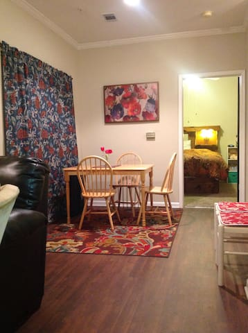 Great location home with excellent Reviews !! - Greenville - Lägenhet