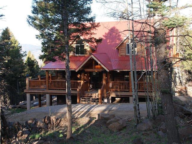 High Mountain Vacation Home NM - Angel Fire - Stuga