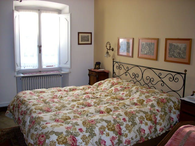B&BTempi Lontani-Chambre Gelsomino - Miasino - Bed & Breakfast