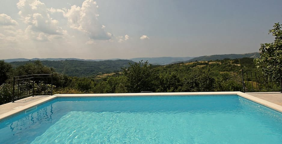 Spectacular view poolhouse, 3 bedrooms, near Buzet - Buzet - Villa