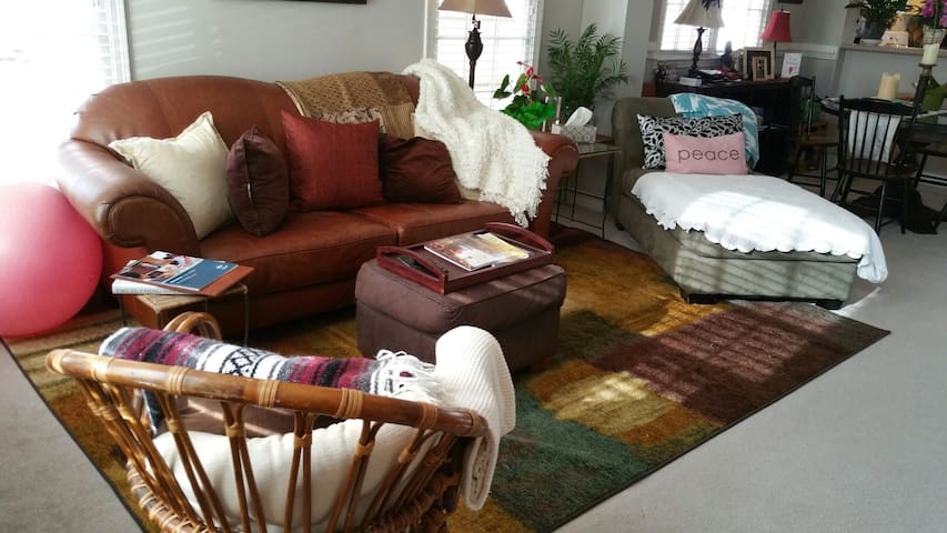 Charming place you can call home - Huntersville - Bed & Breakfast