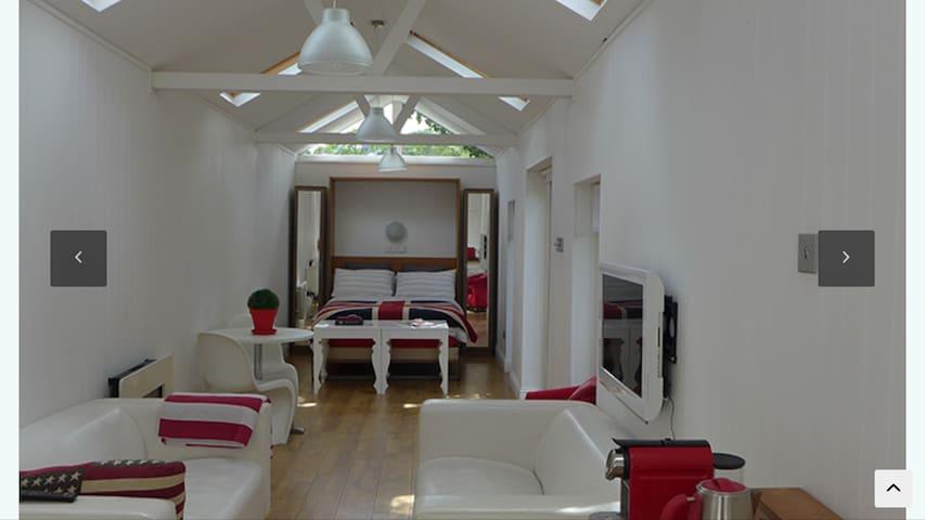 The Summer House  Buckhurst Hill - Buckhurst Hill - Hus
