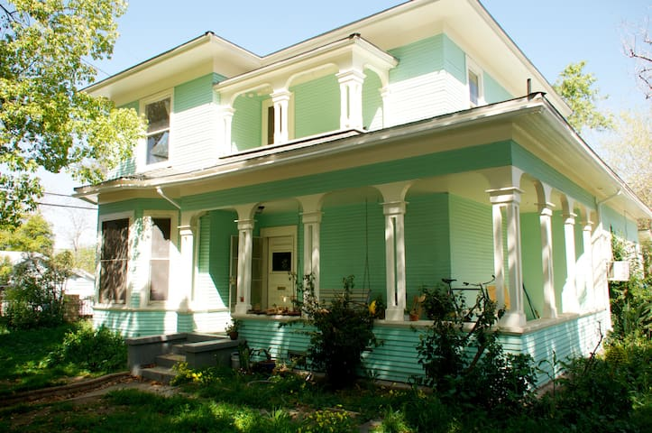 historic home, right downtown! - Redlands - Hus