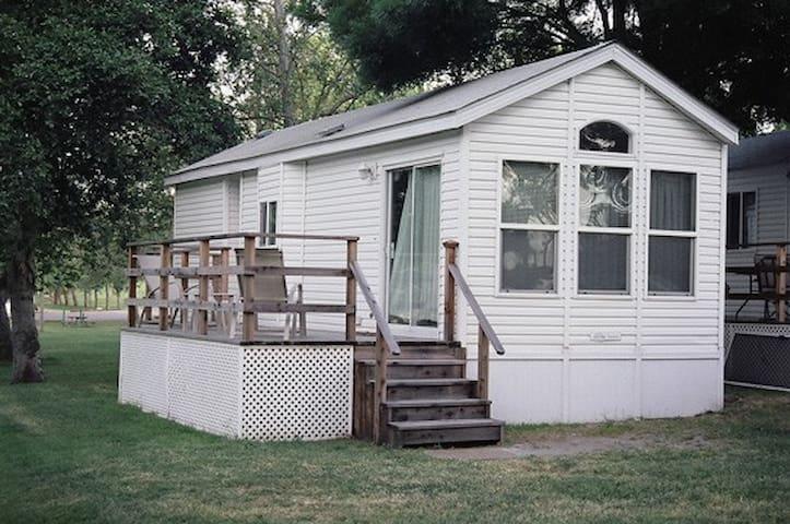 Deluxe Vacation Cottage in Delta - Isleton - キャビン
