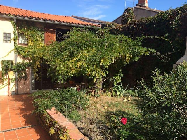 Maison familiale au coeur du village - Cintegabelle - Rumah