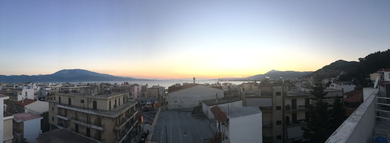 GREAT ROOFTOP APARTMENT WITH VIEW - Nafpaktos - Apartamento