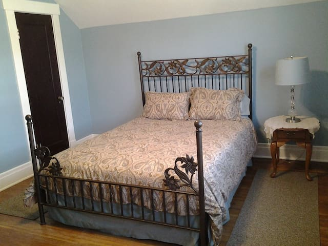 Solo traveler or with a companion little get away - Buffalo - Apartment