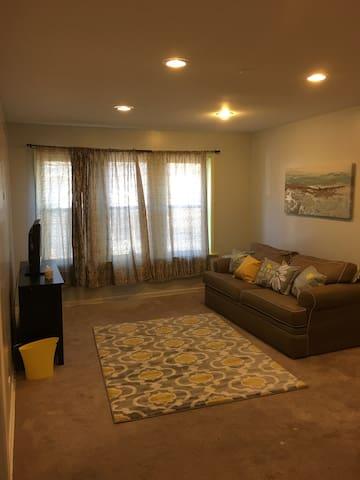 Conveniently Located 1 bedroom apartment! - Oak Park