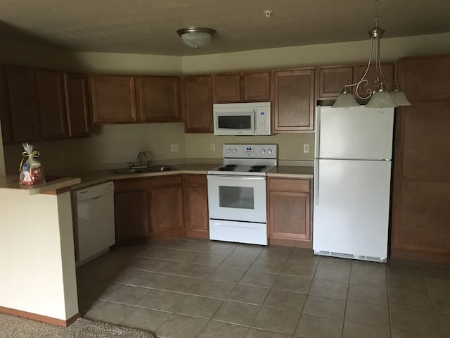 New 1BD 15 mins from Lambeau Field - De Pere - Appartamento