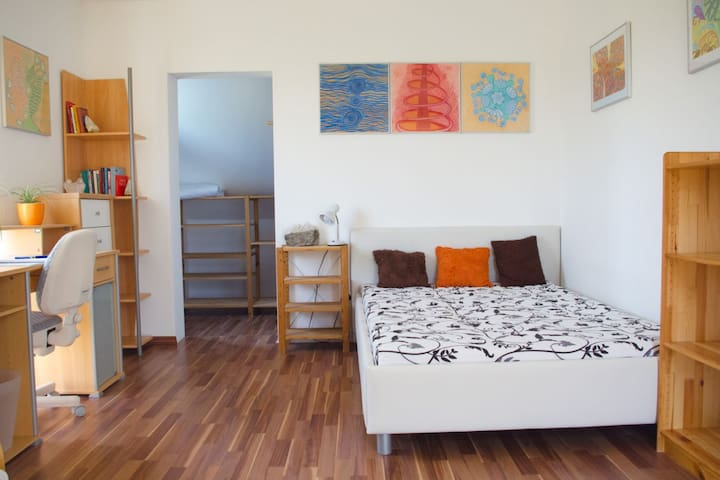 Helles ruhiges Zimmer in Haus am See - Wimpassing An Der Leitha - Rumah