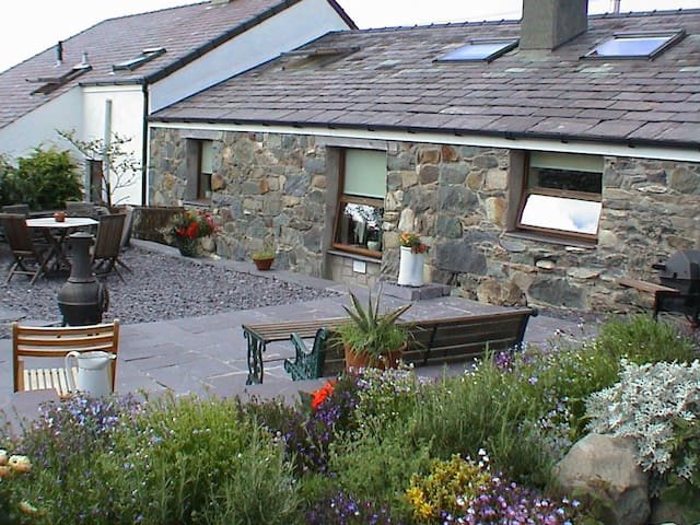 """""""Beudy Bach"""" Cottage with Hot Tub Snowdonia - Llanllechid"""