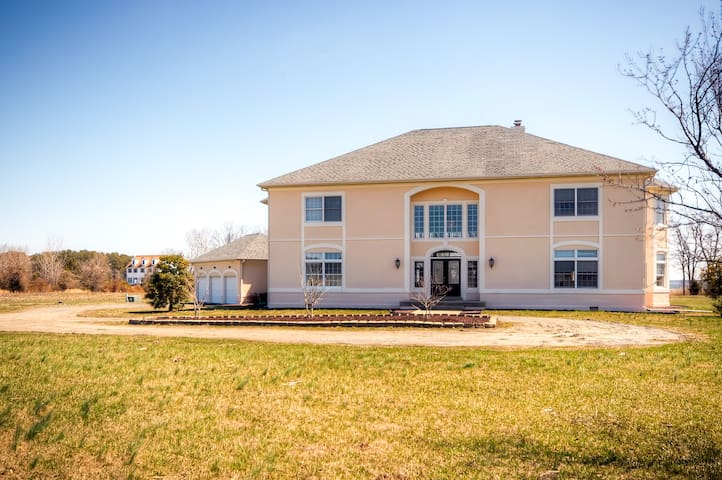 Impressive 3BR Stevensville House - Stevensville - Casa