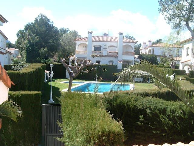Casa muy acogedora con jardín  - Mont-roig del Camp - Casa