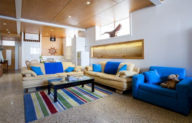 Sandstone Apartment - 300m to Beach - Bondi