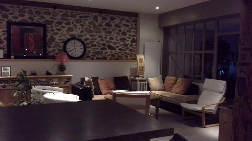 Chambre privée avec salle de bain privée - Vion - Huis