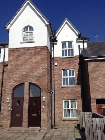 Beautifully Presented 3 Bed Apt - Coleraine - Apartamento