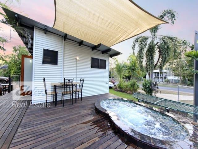 Beautifully Appointed Villa, Deck and Spa - Driver - Villa