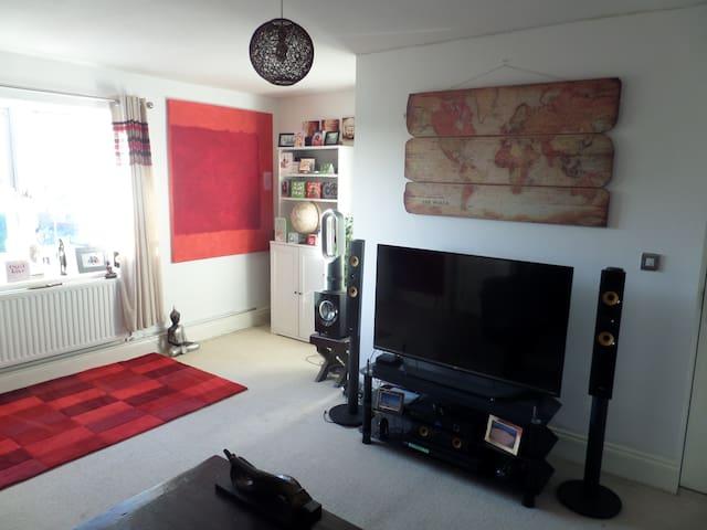 Spacious one bed flat near Cheltenham racecourse - Prestbury - Lägenhet