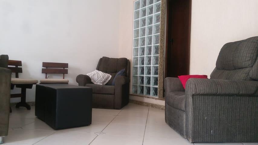 Quarto em casa familiar! - Belo Horizonte