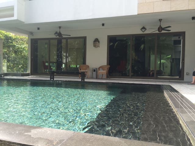 Private Poolside Room with Own Entrance - Kuala Lumpur - Gästhus