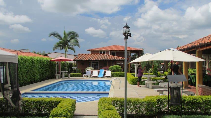 Cabaña para 4, 5 personas, piscina y zona social - La Tebaida - Houten huisje
