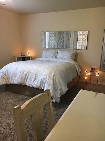 Large Bedroom/Private Bath near Yosemite/Sequoia - Фресно - Дом