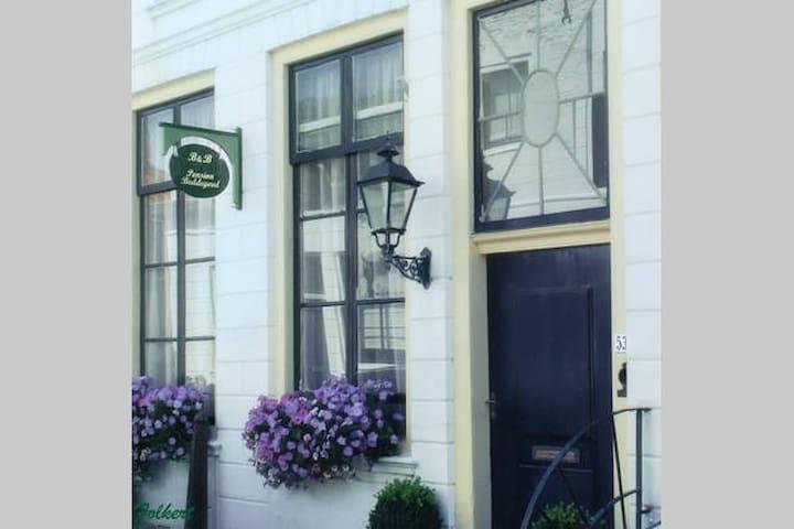 Kamer in monumentenstad Zierikzee - Zierikzee - Bed & Breakfast