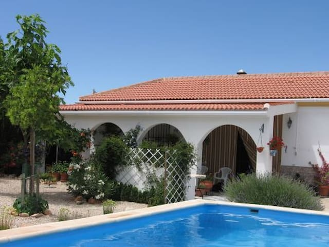 B&B in pretty Spanish village with swimming pool - Íllora