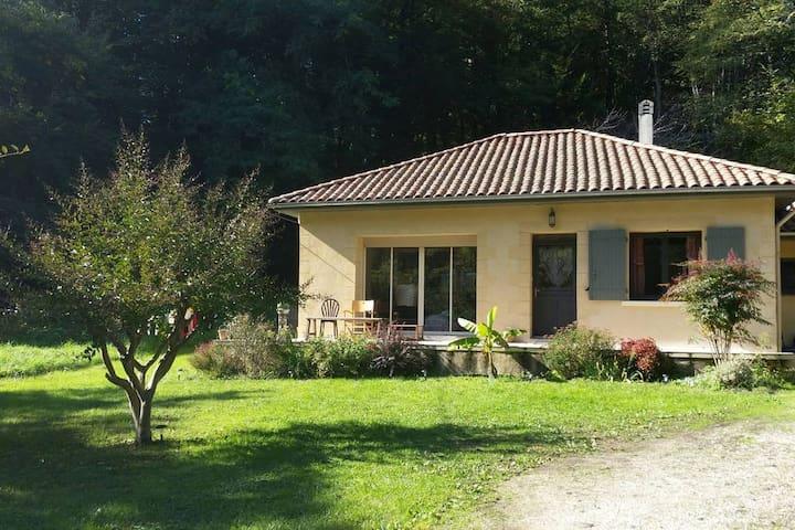 Maison avec jardin au calme. Very quiet House - - Mouleydier - Huis