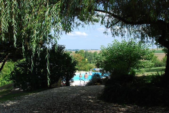 Jolie maison dans un parc de 9000 m2 avec piscine - Lectoure - Casa