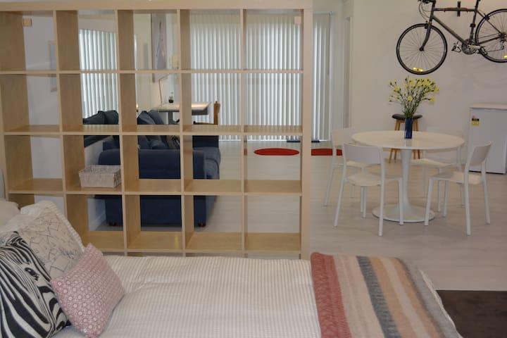 Studio apartment close to city & beach - Lower Mitcham - Leilighet