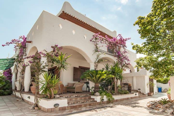 HOLIDAY HOUSE - 150 MT FROM BEACH - Terracina - Villa