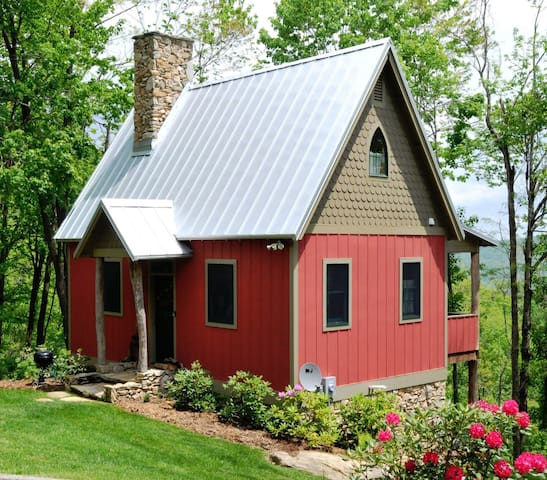 The Granpy Aut Cottage at On the Windfall Farm - Lansing - Cabaña